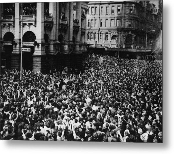 Oz Beatles Crowd Metal Print by Central Press