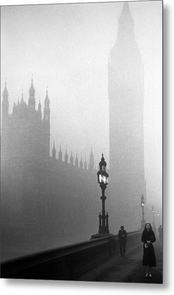 Parliament Fog Metal Print by Kurt Hutton