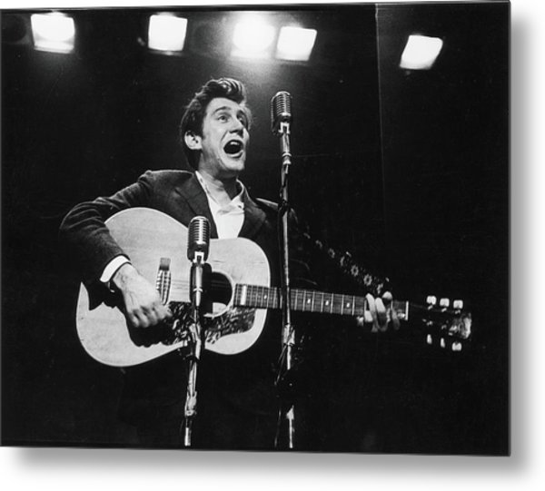 Phil Ochs Performs On Stage Metal Print by Fred W. McDarrah