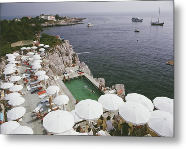 Pool By The Sea Metal Print