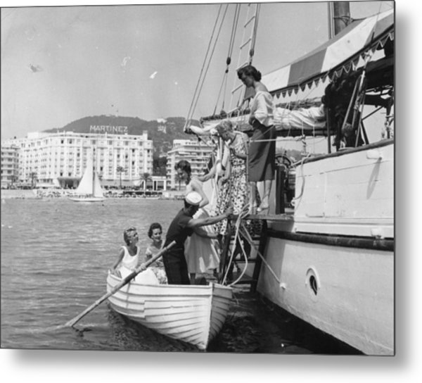 Rowing Ashore Metal Print