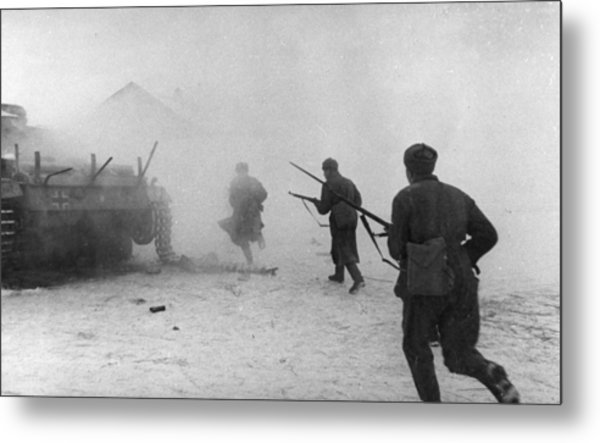 Soviet Counter-attack Metal Print by Hulton Archive