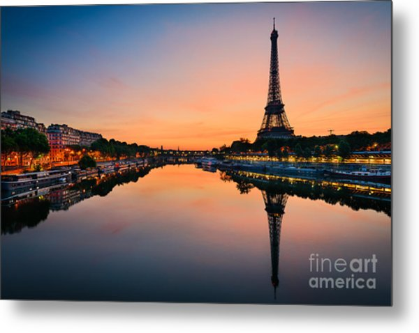 Sunrise At The Eiffel Tower, Paris Metal Print