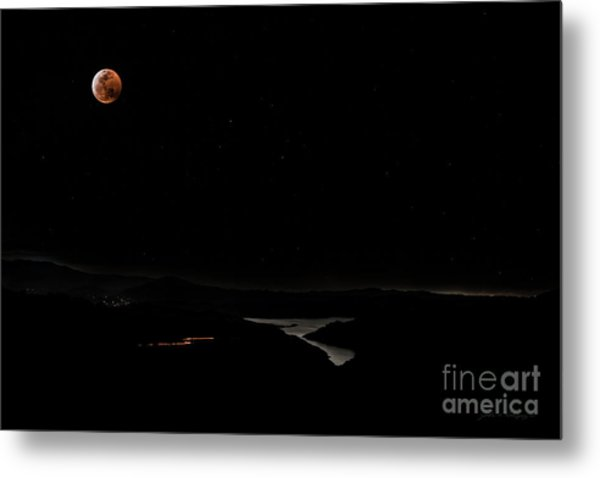 Super Blood Wolf Moon Eclipse Over Lake Casitas At Ventura County, California Metal Print