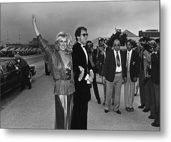 Suzanne Somers Arrives At The Emmy Metal Print by George Rose