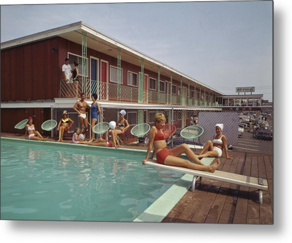 Swimming Pool At The Mt. Royal Motel Metal Print