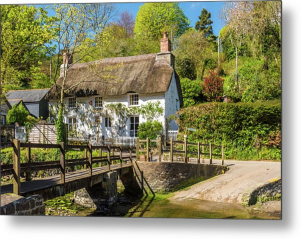Thatched Cottage In Helford, Cornwall Metal Print by David Ross