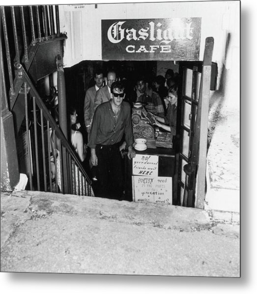 The Entrance To The Gaslight Cafe Metal Print by Fred W. McDarrah