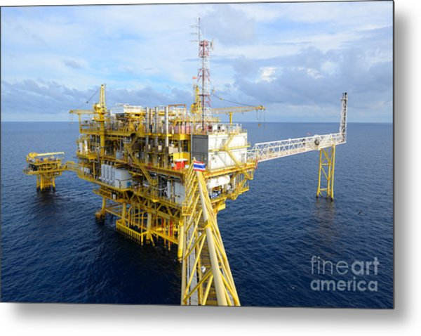 The Offshore Oil Rig In The Gulf Of Metal Print