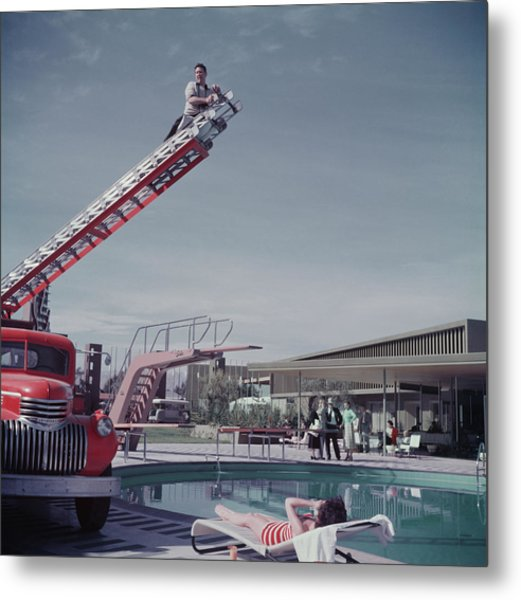 To Any Lengths Metal Print by Hulton Archive