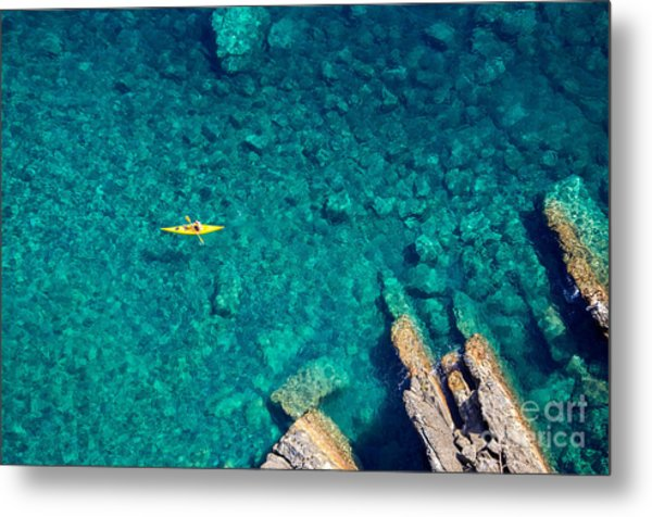 Top View Of Kayak Boat Oin Shallow Metal Print