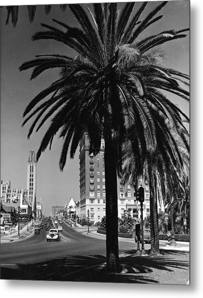 View Of Wilshire Boulevard, Los Angeles Metal Print by R. Gates