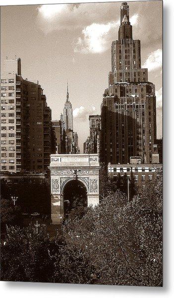 Washington Arch And New York University - Vintage Photo Art Metal Print