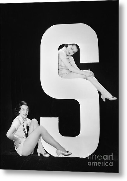 Women Posing With Huge Letter S Metal Print by Everett Collection
