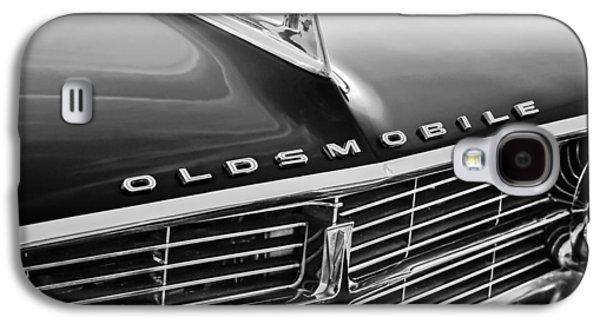 1962 Oldsmobile Starfire Hardtop Hood Ornament - Emblem Galaxy S4 Case by Jill Reger