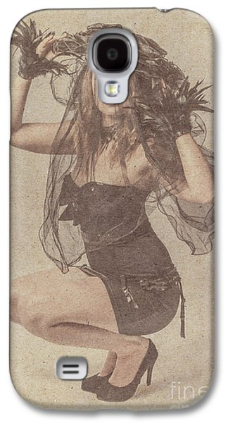 Blond Girl Kneeling For A Vintage Fashion Photo Galaxy S4 Case