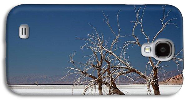 Dead Trees On Salt Flat Galaxy S4 Case by Jim West