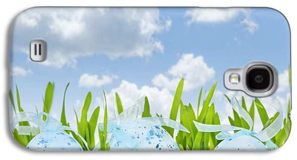 Easter Eggs In Green Grass Galaxy S4 Case by Elena Elisseeva
