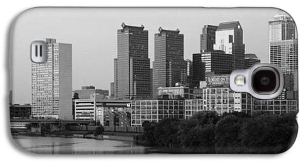 River Passing Through A City Galaxy S4 Case