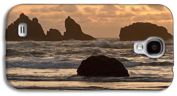 Sea Stacks On The Beach At Bandon Galaxy S4 Case by William Sutton