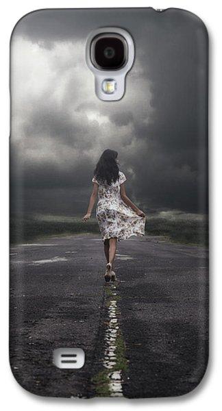 Walking On The Street Galaxy S4 Case by Joana Kruse