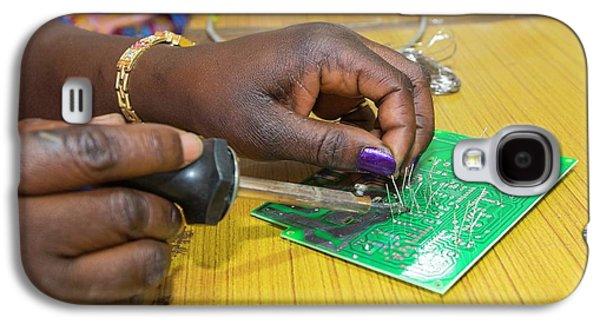 Women On A Solar Workshop Galaxy S4 Case by Ashley Cooper