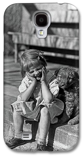 1930s Little Girl Sitting On Porch Galaxy S4 Case