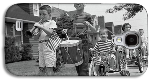 July 4 Galaxy S4 Case - 1960s Children In Fourth Of July Parade by Vintage Images