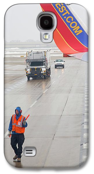Ground Crew Worker At Chicago Airport Galaxy S4 Case by Jim West