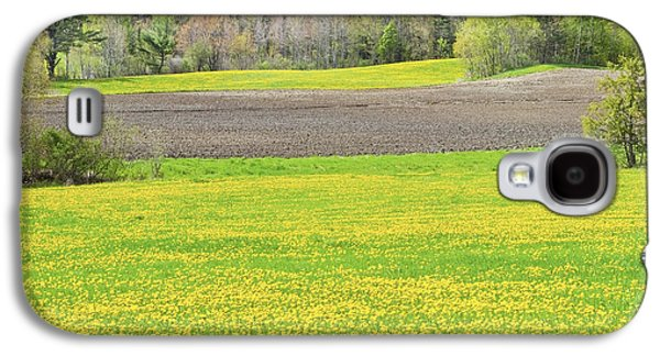 Spring Farm Landscape With Dandelion Bloom In Maine Galaxy S4 Case