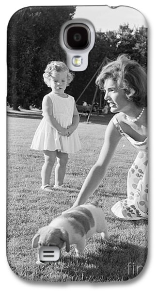 Jacqueline And Caroline Kennedy At Hyannis Port 1959 Galaxy S4 Case by The Harrington Collection