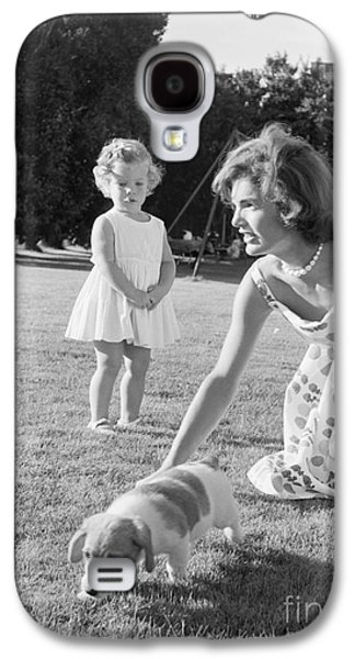 Jacqueline And Caroline Kennedy At Hyannis Port 1959 Galaxy S4 Case