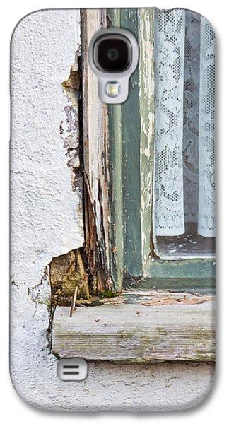 Window Frame Galaxy S4 Case by Tom Gowanlock
