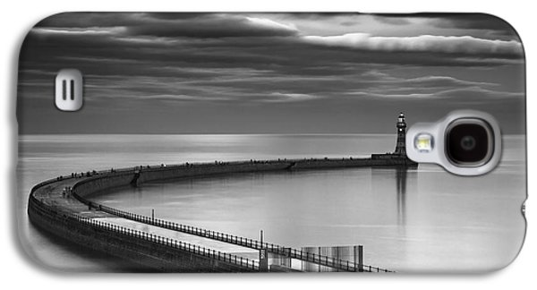 A Curving Pier With A Lighthouse At The Galaxy S4 Case
