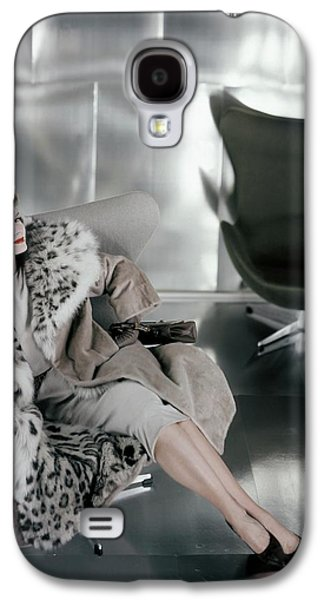 A Model Wearing A Snow Leopard Coat Galaxy S4 Case by Henry Clarke