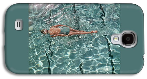 A Woman Swimming In A Pool Galaxy S4 Case by Fred Lyon