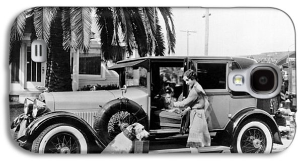 Actress And Dogs Go On Trip Galaxy S4 Case by Underwood Archives