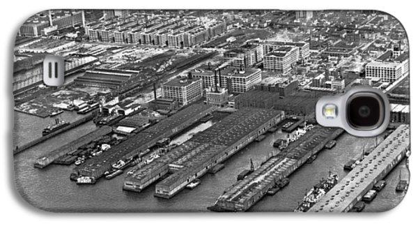 Aerial View Of Brooklyn Docks Galaxy S4 Case by Underwood & Underwood