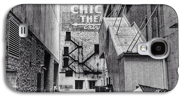 City Galaxy S4 Case - Alley By The Chicago Theatre #chicago by Paul Velgos