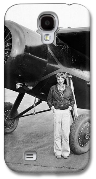 Amelia Earhart And Her Plane Galaxy S4 Case by Underwood Archives