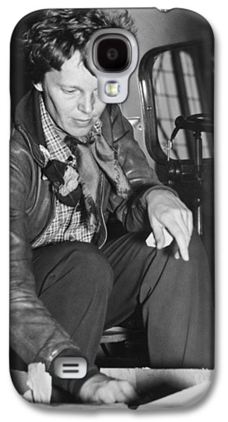 Amelia Earhart Checks Supplies Galaxy S4 Case by Underwood Archives