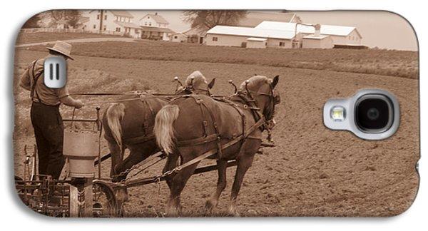 Amish Community Photographs Galaxy S4 Cases - Amish Farmer Galaxy S4 Case by Janet Pugh