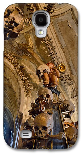 Angel Blowing A Gold Trumpet. Skulls And Crossbones. Galaxy S4 Case