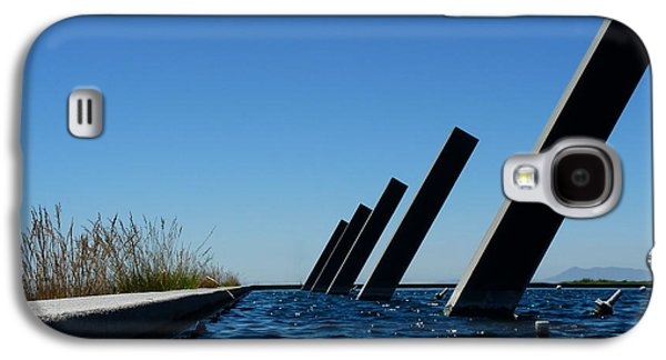 Artesa Winery Sculpture Pond Galaxy S4 Case by Jeff Lowe