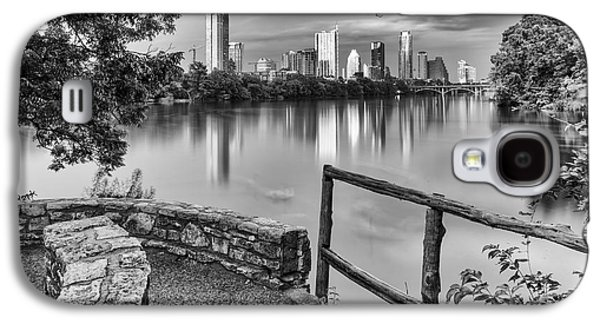 Geese Galaxy S4 Case - Austin Texas Skyline Lou Neff Point In Black And White by Silvio Ligutti