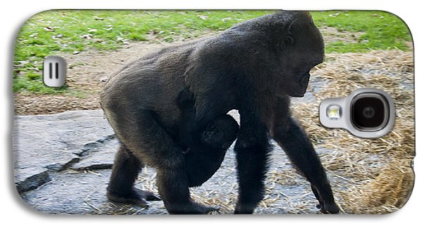 Baby Gorilla On The Move With Mom Galaxy S4 Case
