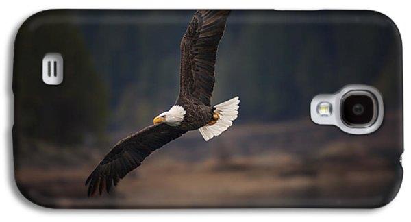 Bald Eagle In Flight Galaxy S4 Case by Mark Kiver