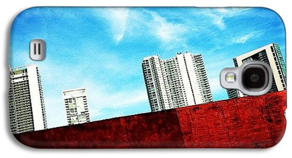 Iger Galaxy S4 Case - Behind Miami's Glamorous Skyline by Joel Lopez