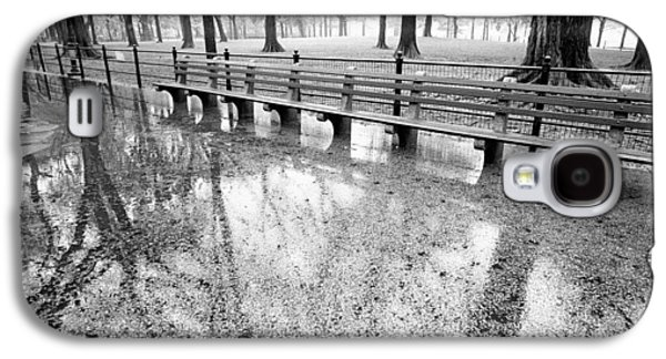 Galaxy S4 Case featuring the photograph Benches Reflection Poets Walk by Dave Beckerman