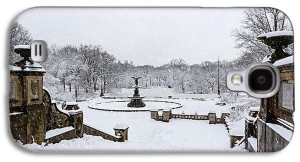 Bethesda Fountain In Central Park Galaxy S4 Case by Susan Candelario